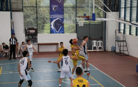 The Columbus School team playing the final against the Colegio Nueva Granada from Bogotá at the Binationals Games in Armenia, Quindío.