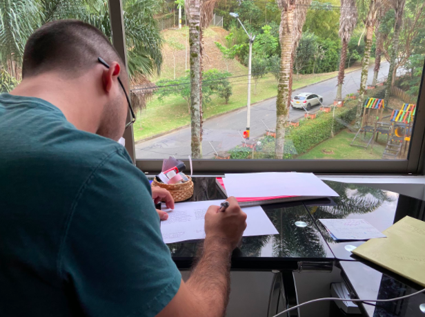 Felipe Obando, learning on his own about biochemistry and completing some assignments that his UPB Medicine teachers provided him during the lockdown, March 12, 2020.