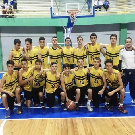 High School basketball team at the Armenia Binationals in 2019, where they lost the finals against Colegio Nueva Granada by 1 point.
